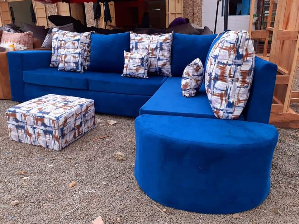 Classic 5 seaters sofa set  comes with a puff