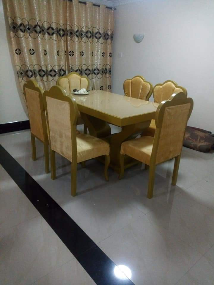 6-seater dining table